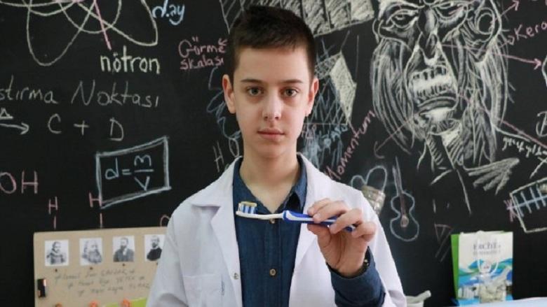 8'inci Sınıf Öğrencisi, Diş Macunu Üretti